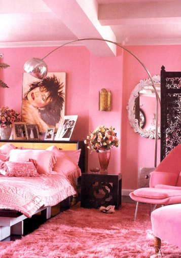 Elle Decor UK. Betsey Johnson's all pink loft. Now that is a pink room!