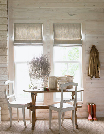 Hanging linen without a black-out lining allows the sunlight to shine through and emphasizes the fabric's texture and near transparency. Many designers will use linen for long drapery because it puddles beautifully on the floor, but I love how this designer chose to use linen for a more structured roman shade.